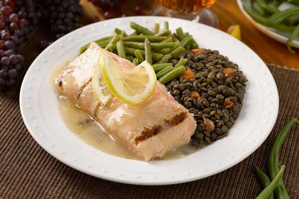 Grilled Salmon with Champagne Sauce